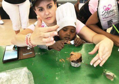 kids-eating-cupcakes